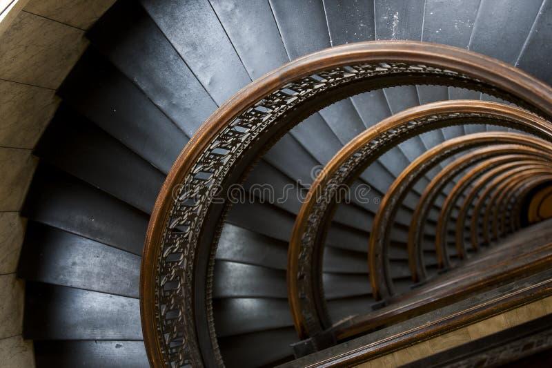 Edificio de Arrott - escalera de mármol espiral a medias circular - Pittsburgh céntrica, Pennsylvania foto de archivo libre de regalías