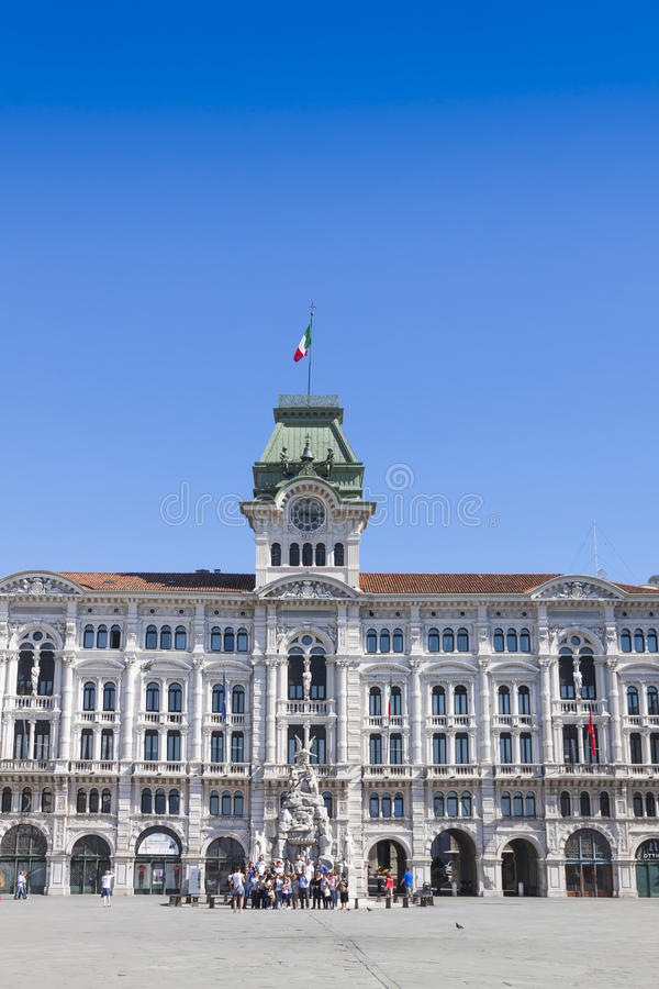 Edificio de ayuntamiento (Comune di Triesti) en Trieste, Italia fotografía de archivo libre de regalías