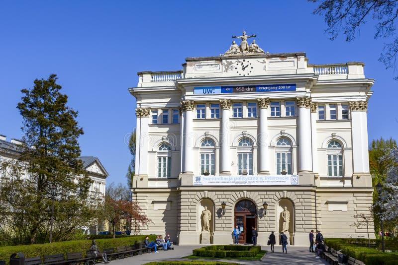 Edificio de biblioteca anterior de la universidad de Varsovia imagen de archivo