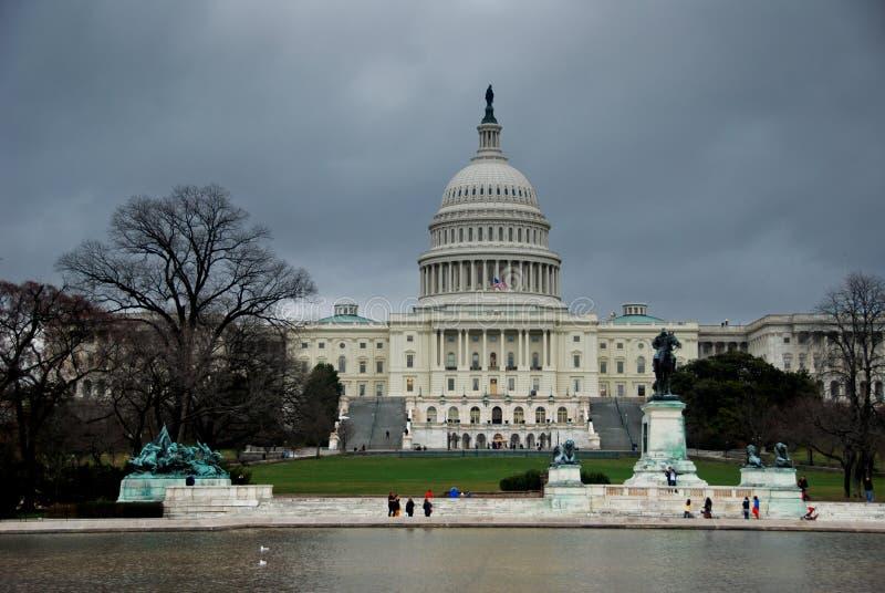 Edificio de capital durante invierno imagen de archivo libre de regalías