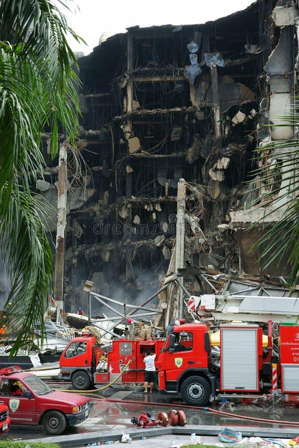 Edificio de Centralworld quemado. foto de archivo