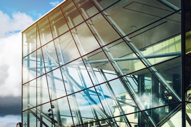 Edificio de cristal moderno en Bruselas, concepto de la arquitectura imagenes de archivo