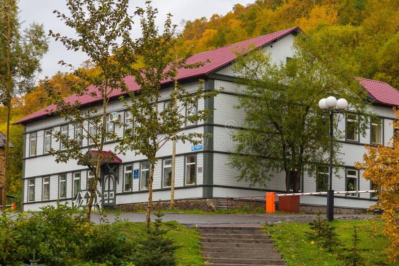 Edificio de la administración territorial, Petravlosk-Kamchatsky, península de Kamchatka, Rusia fotografía de archivo