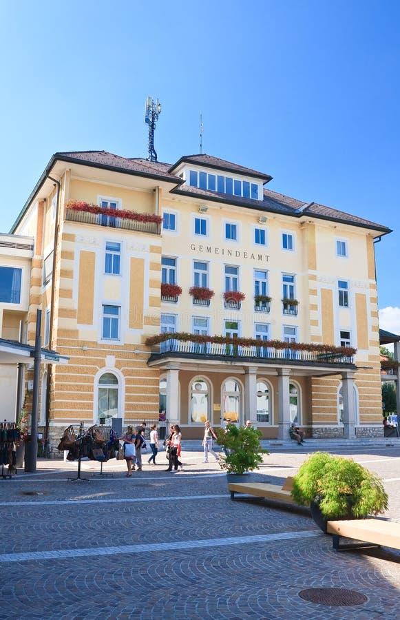 Edificio de la administración Velden austria fotos de archivo