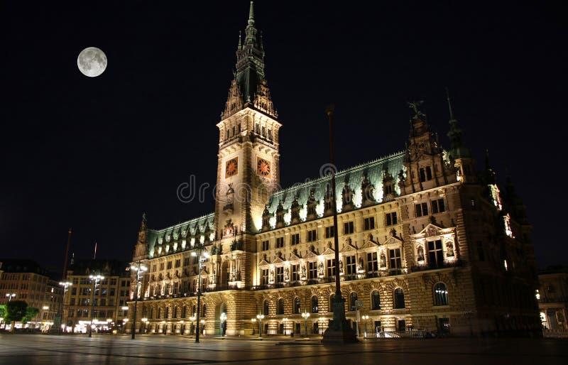 Edificio de la ciudad Hall Hamburger Rathaus en la noche, Alemania de Hamburgo imagen de archivo libre de regalías