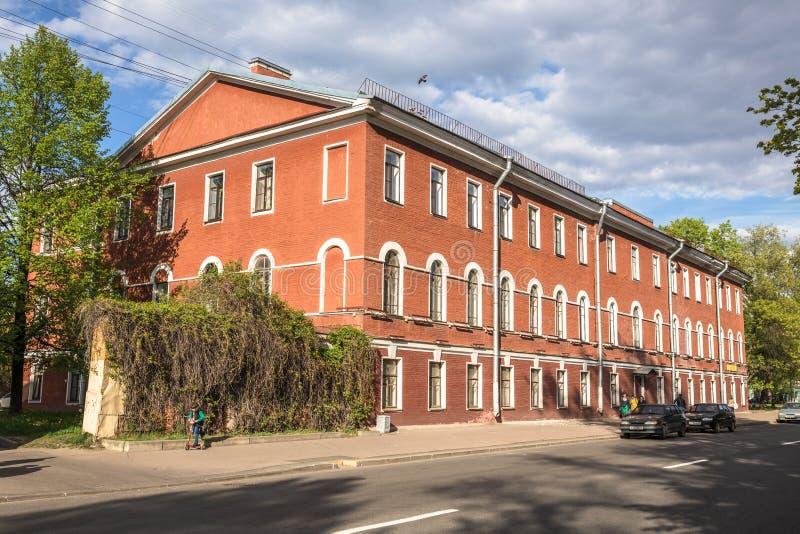 Edificio de la dependencia anterior del oficial Kronstadt, Rusia imagen de archivo libre de regalías