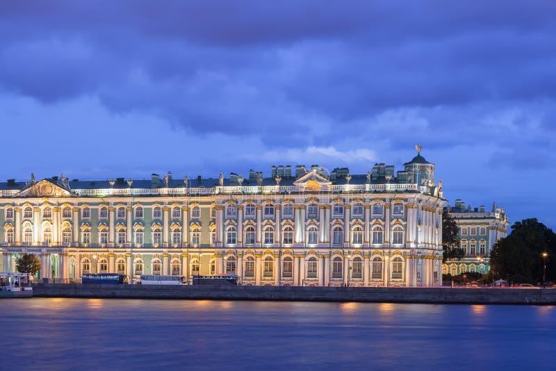 Edificio de la ermita en la noche, St Petersburg fotos de archivo libres de regalías