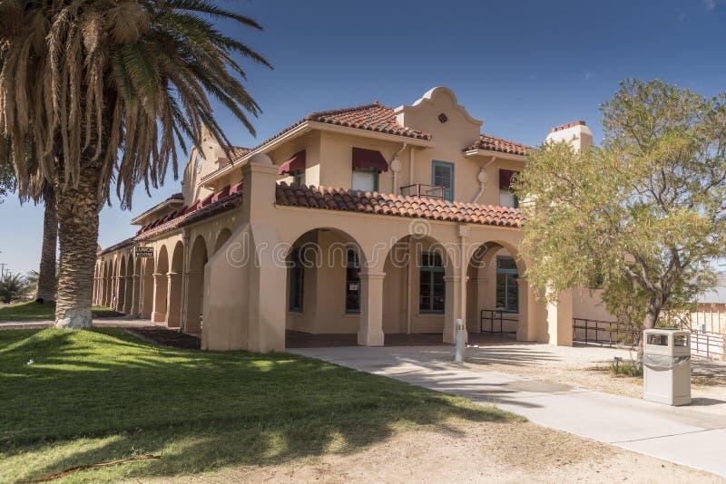Edificio de la estación en el coto del Mojave del depósito de Kelso imagen de archivo