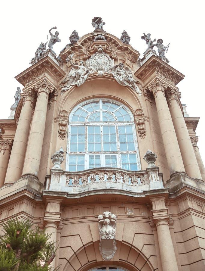 Edificio de la fachada del castillo de Vajdahunyad Budapest, Hungría fotografía de archivo libre de regalías