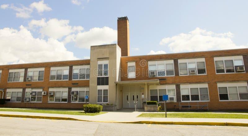 Edificio de la High School secundaria imagen de archivo libre de regalías