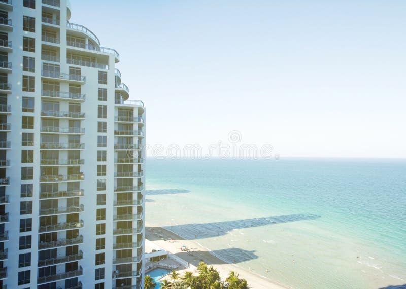 Edificio de la propiedad horizontal en Miami Beach, la Florida imagenes de archivo
