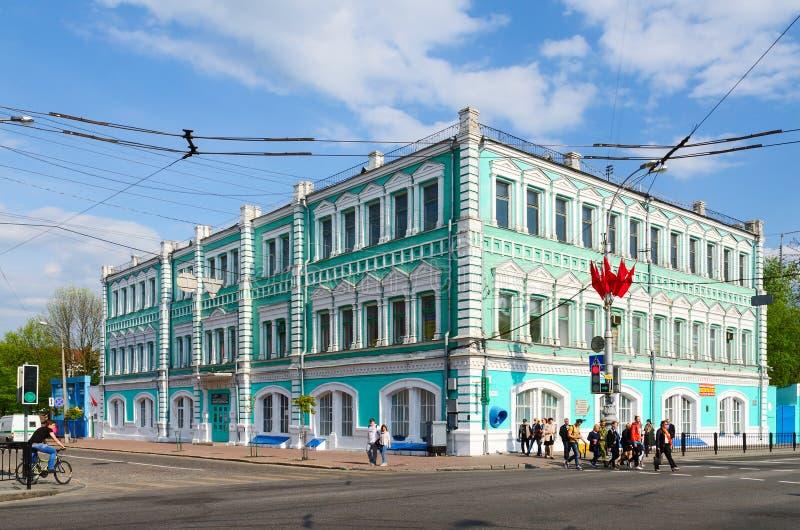 Edificio de la sociedad pública Polespechat en la calle Sovetskaya, imagenes de archivo