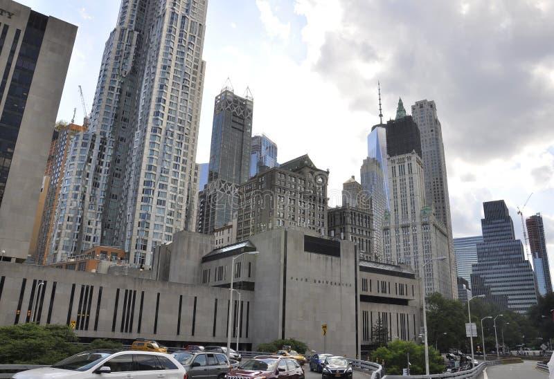 Edificio de la universidad del paso de Manhattan del este de New York City en Estados Unidos foto de archivo