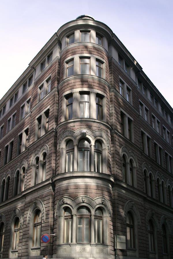 Edificio de ladrillo de la esquina fotografía de archivo
