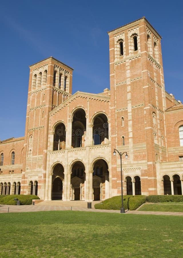 Edificio de ladrillo de la universidad fotografía de archivo libre de regalías