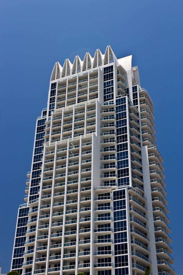 Edificio de lujo del condominio de la playa del sur en Miami, la Florida foto de archivo