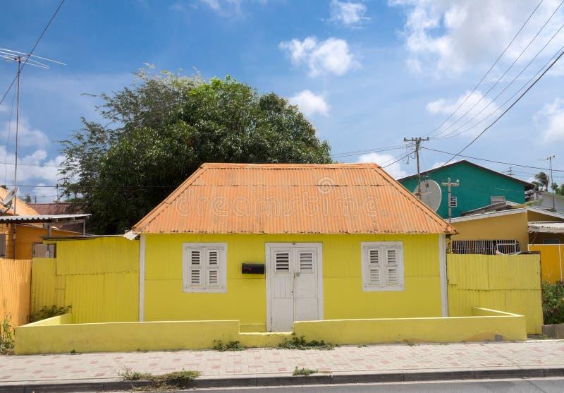 Edificio de madera amarillo de Scharloo fotografía de archivo