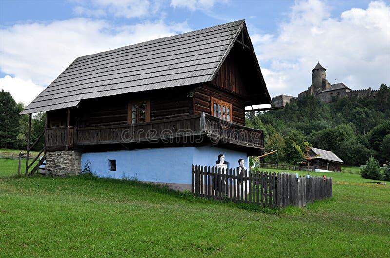 Edificio de madera tradicional, Eslovaquia, Europa imagen de archivo