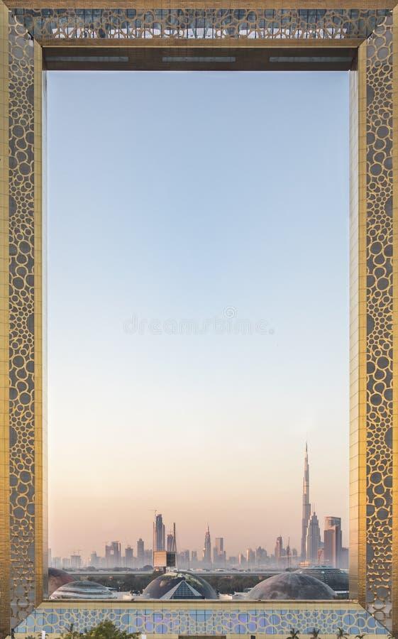 Edificio De Marco De Dubai En La Salida Del Sol Imagen editorial ...