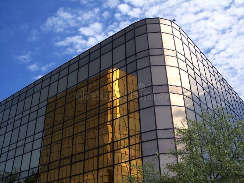 Edificio de oficinas 3 del oro fotografía de archivo libre de regalías