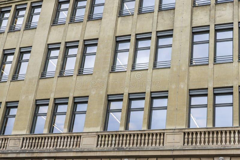 Edificio de oficinas clásico en Berlín, Alemania fotos de archivo libres de regalías