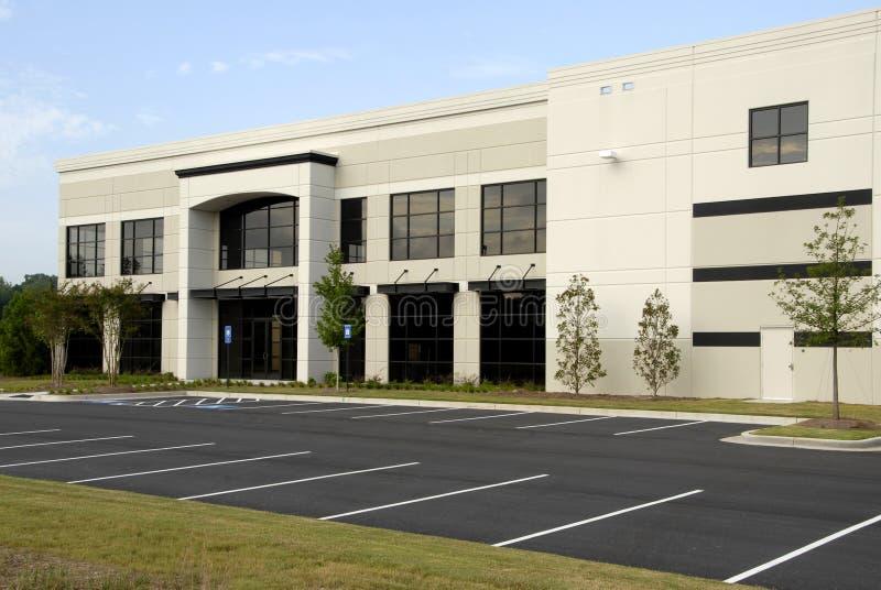Edificio de oficinas comercial imagenes de archivo