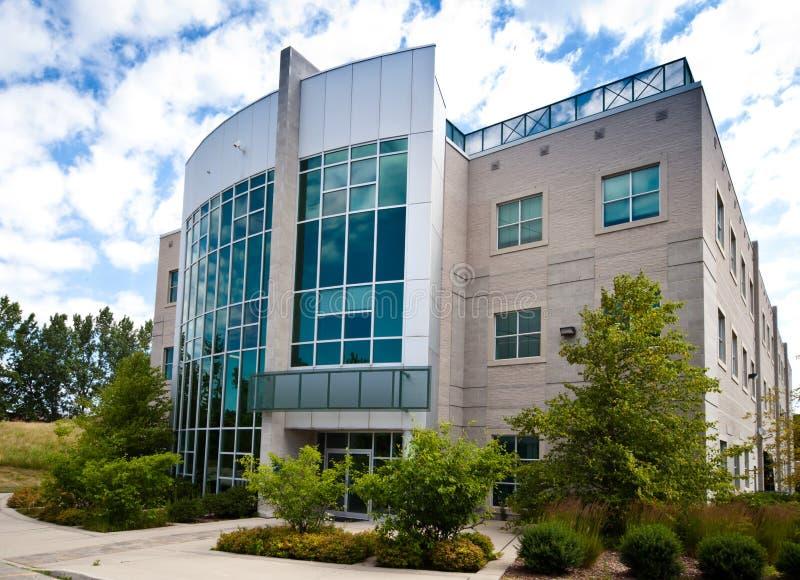 Edificio de oficinas de alta tecnología fotografía de archivo libre de regalías