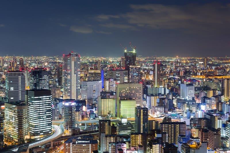 Edificio de oficinas de ciudad de las noches, fondo céntrico del paisaje urbano imágenes de archivo libres de regalías