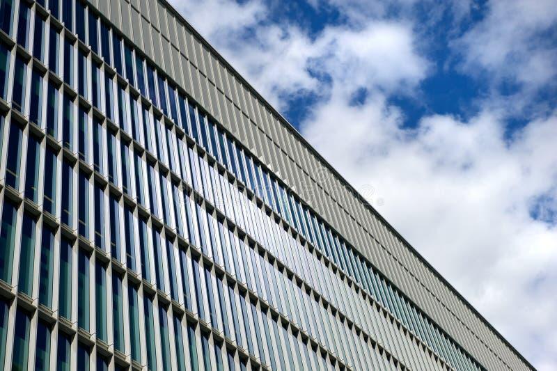 Edificio de oficinas de cristal fotos de archivo libres de regalías