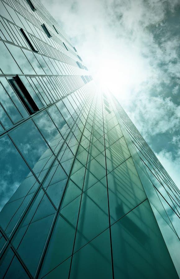 Edificio de oficinas de cristal y de acero foto de archivo libre de regalías