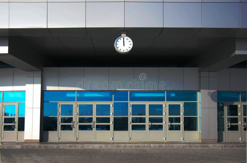 Edificio de oficinas de la fachada fotografía de archivo libre de regalías