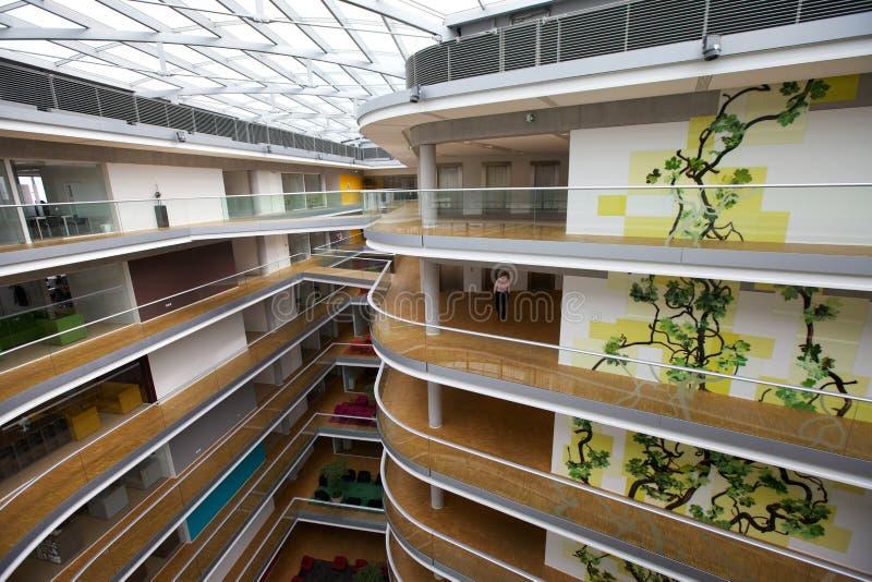 Edificio de oficinas del estilo escandinavo imágenes de archivo libres de regalías