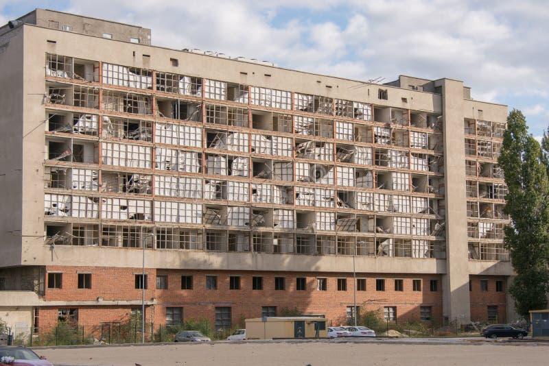 Edificio de oficinas destruido abandonado en Stalingrad, el hotel anterior - centro de juventud imagen de archivo libre de regalías