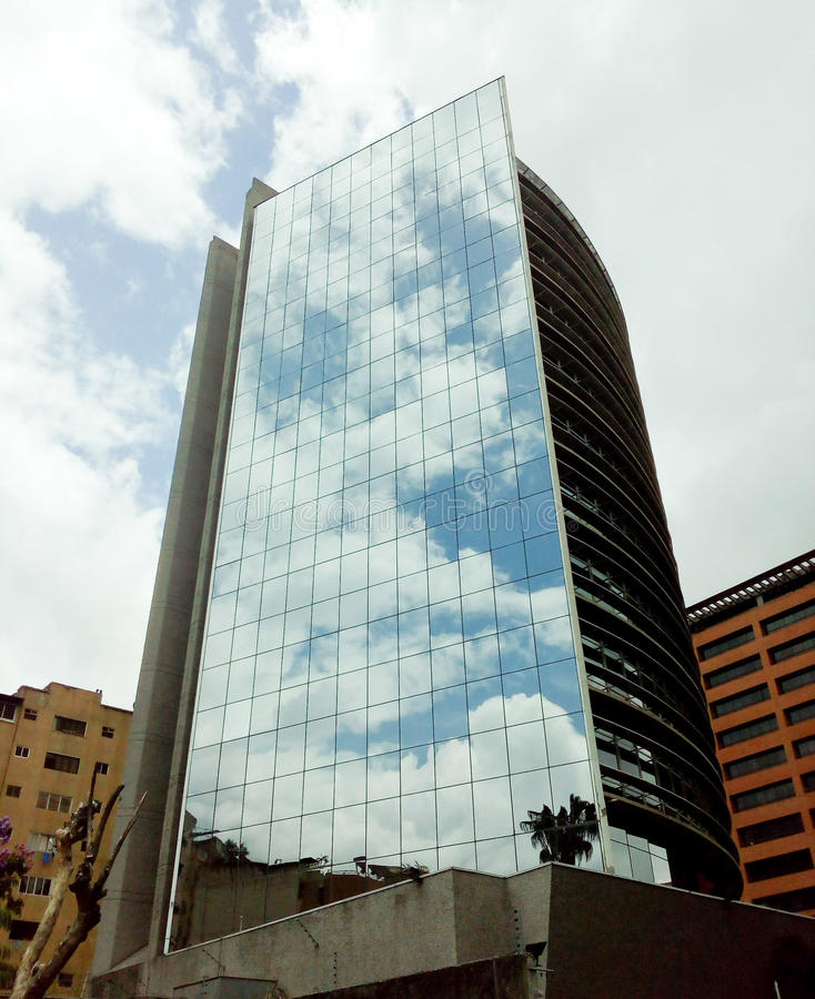 Edificio de oficinas en Caracas Venezuela foto de archivo