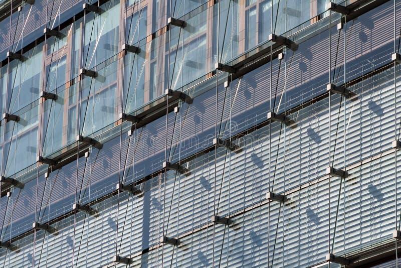 Edificio de oficinas enorme moderno en sseldorf del ¼ de DÃ foto de archivo