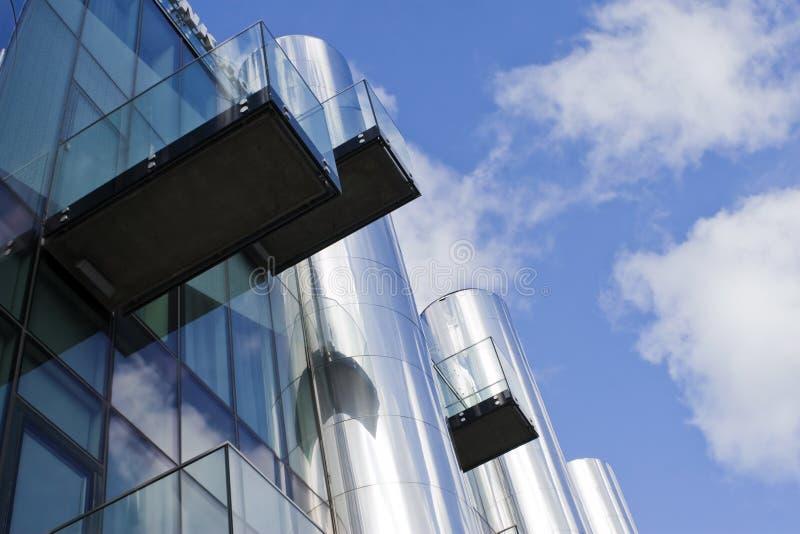 Edificio de oficinas futurista 5 imagenes de archivo