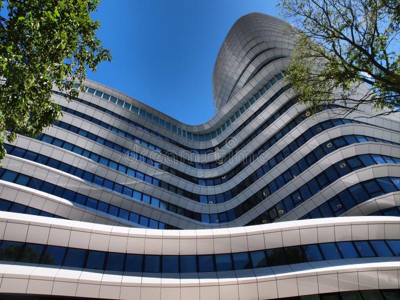 Edificio de oficinas moderno fotos de archivo