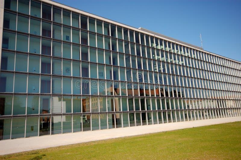 Edificio de oficinas moderno imagen de archivo