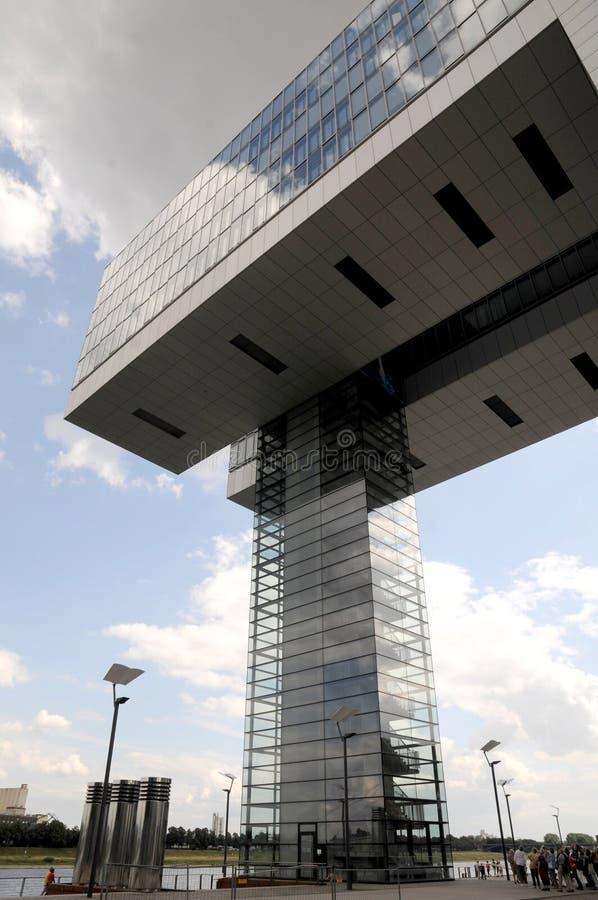Edificio de oficinas moderno en el cologne fotografía de archivo