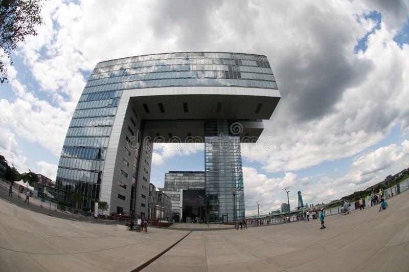 Edificio de oficinas moderno en el cologne imágenes de archivo libres de regalías