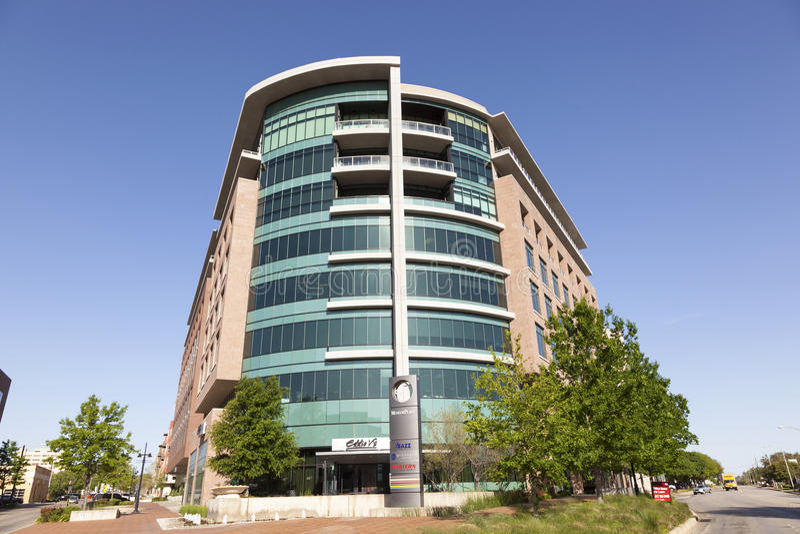 Edificio de oficinas moderno en la ciudad de Fort Worth Tejas, los E.E.U.U. imagen de archivo