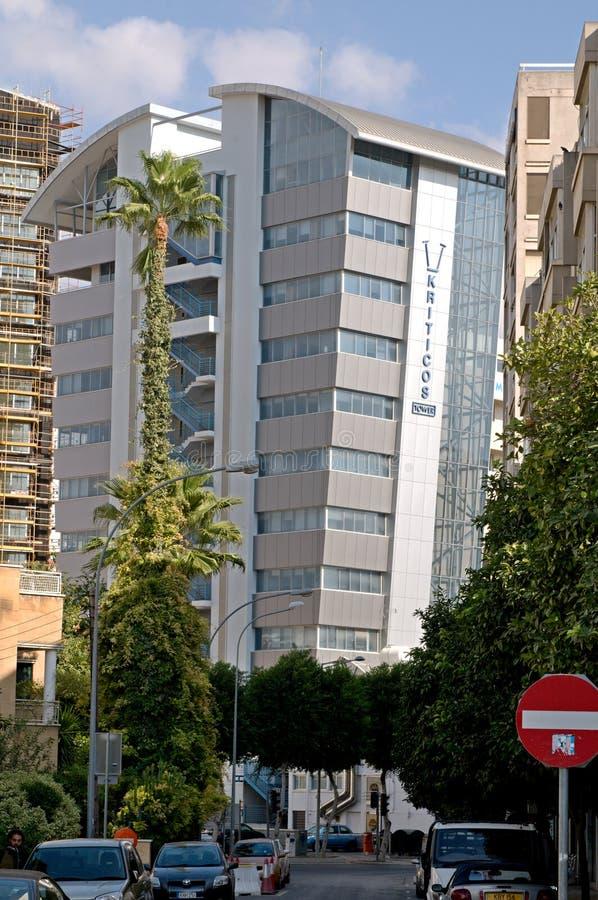 Edificio de oficinas moderno en Nicosia - Chipre fotografía de archivo