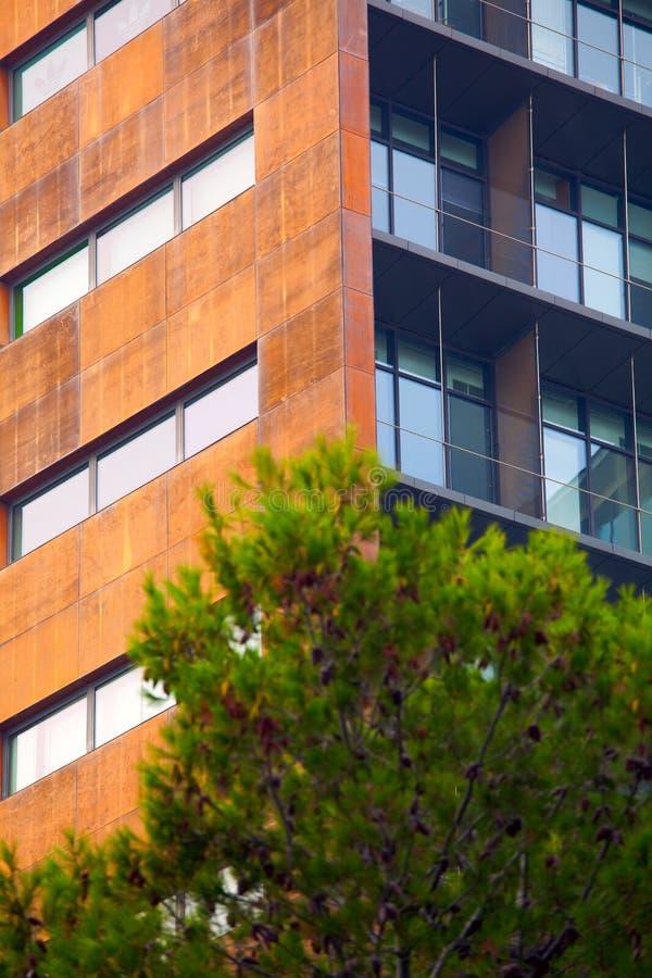 Edificio de oficinas moderno, fotografía urbana y parte posterior de la arquitectura foto de archivo libre de regalías