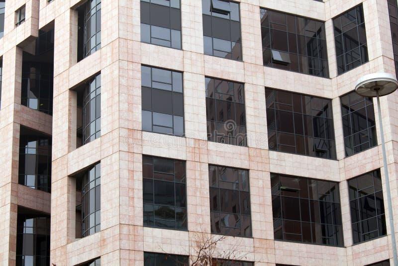 Edificio de oficinas moderno, fotografía urbana y parte posterior de la arquitectura imagenes de archivo