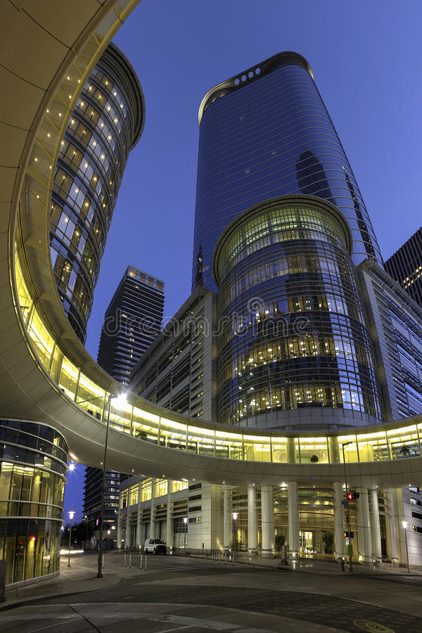 Edificio de oficinas moderno en Houston imagen de archivo libre de regalías