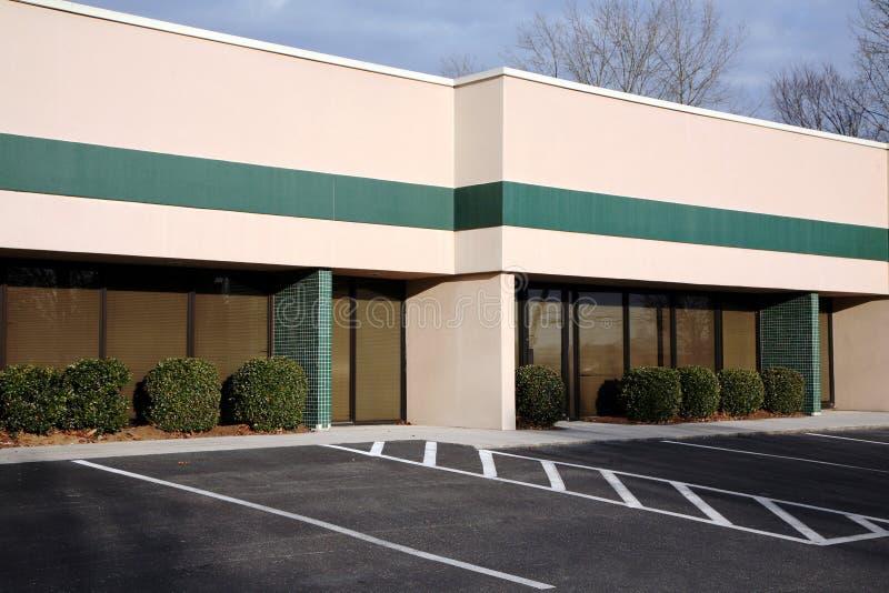 Edificio de oficinas suburbano fotografía de archivo