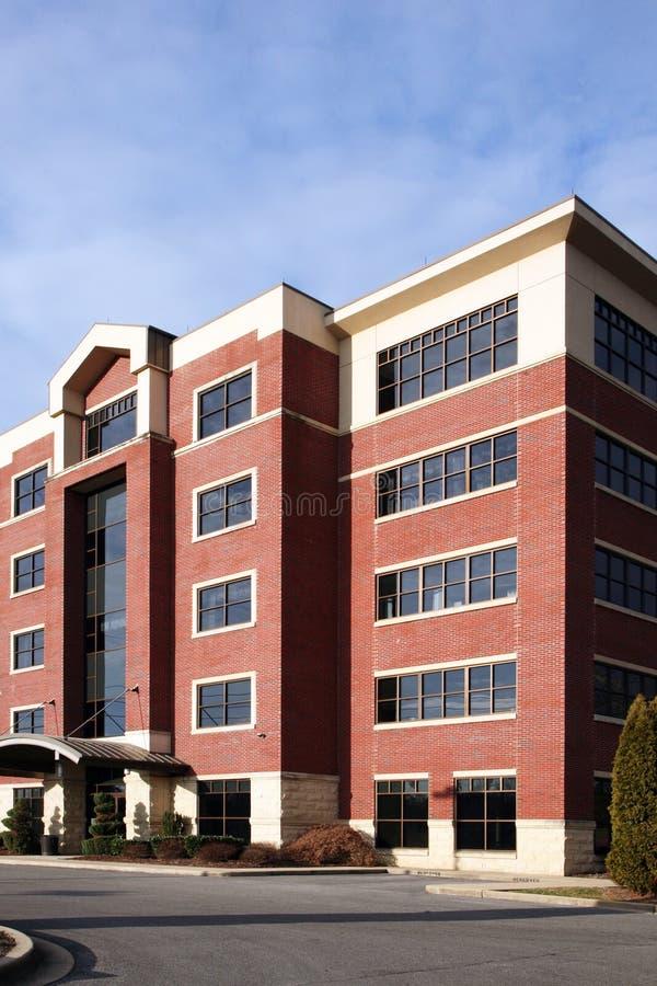 Edificio de oficinas suburbano foto de archivo libre de regalías