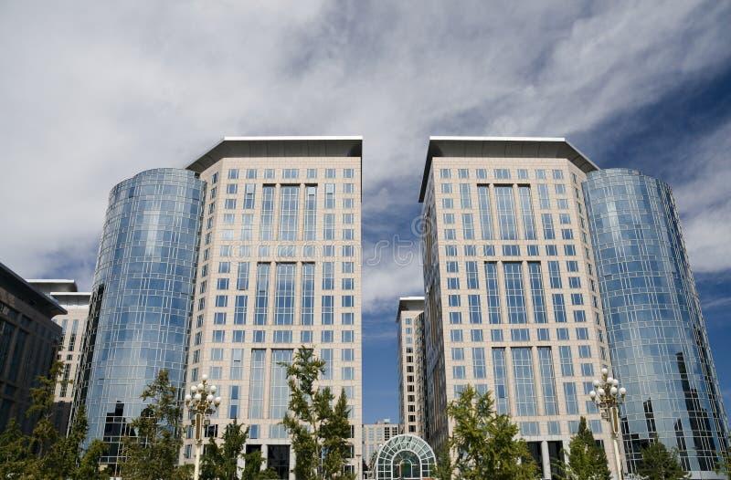 Edificio de oficinas y centro de negocios imagen de archivo