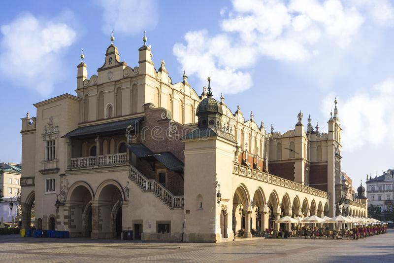 Edificio de Pasillo del paño en la plaza del mercado principal en Kraków, Polonia fotos de archivo
