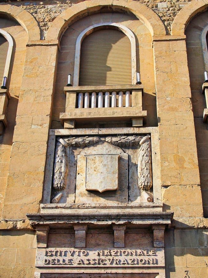 Edificio de piedra histórico en Florencia central, Italia fotos de archivo